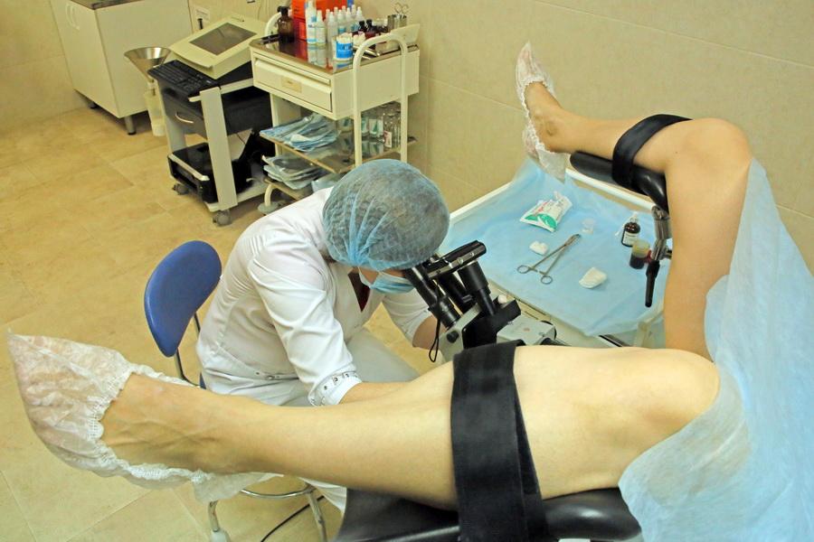 гинекологическая проверка видео пять раз, согласно